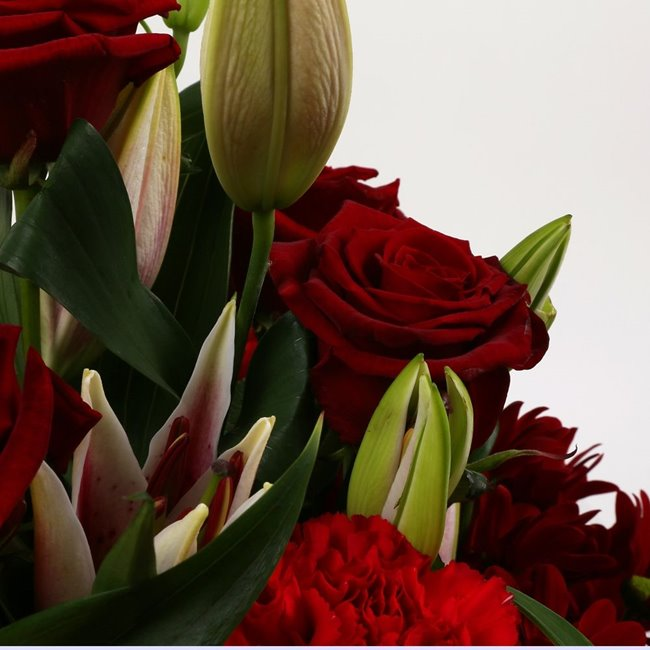 additional image for Red Roses & Lilly Bouquet