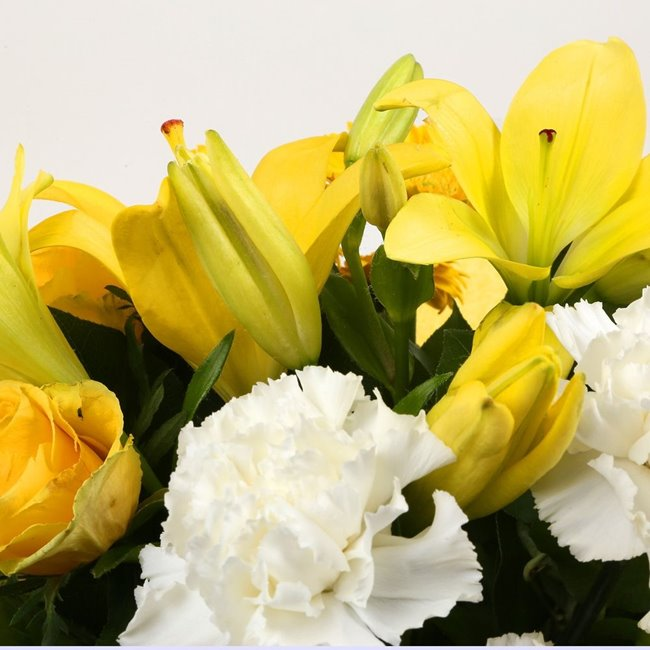 additional image for Mothers Day Balloon & Golden Sunshine Bouquet