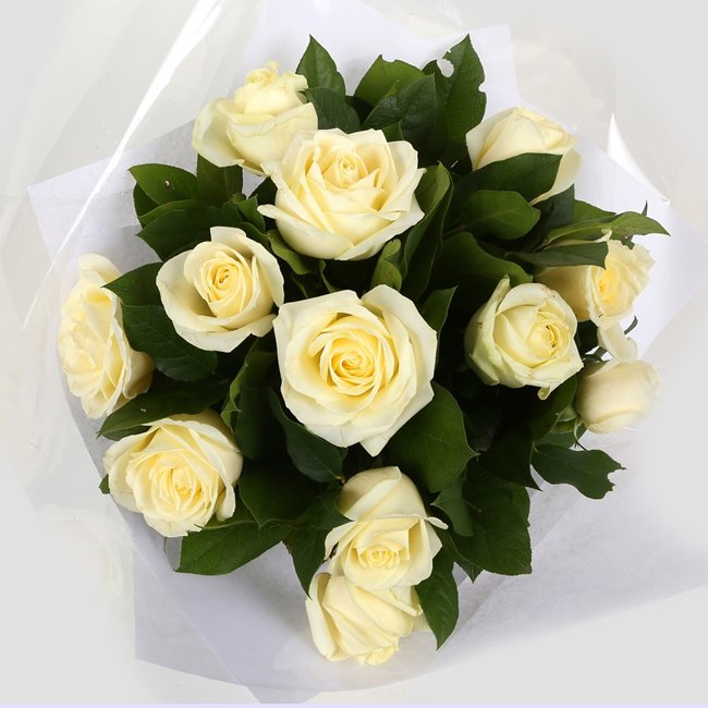 additional image for 12 Luxury White Roses Bouquet