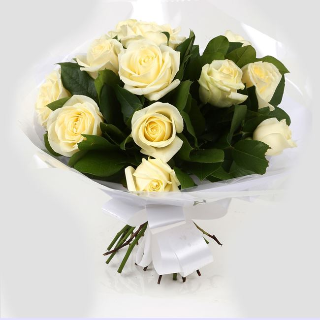 12 Luxury White Roses Bouquet