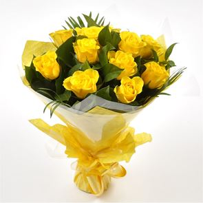 12  Luxury Yellow Roses Bouquet